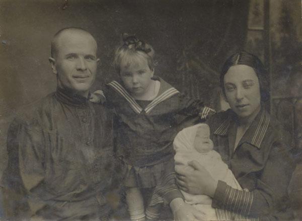 Каманин с женой и дочерью
